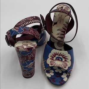 Valentino Garavani Womens Open Toe Strap Sandals